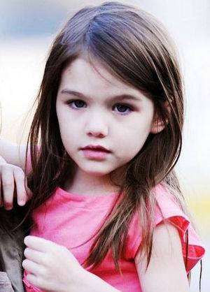 suricyan2 トムクルーズの娘スリちゃんの現在は?画像は?過保護っぷりが凄い!