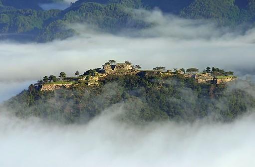 takedajyou2 天空の城!竹田城跡までのアクセスは?雲海はどの時期がみれるの?